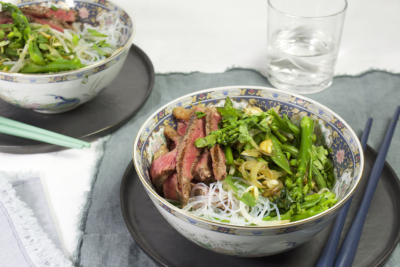 salade glasnoedels, sugar snaps, bimi en asperges