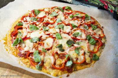 Bloemkoolpizza met paprika en schapenkaas