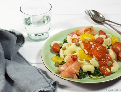 Pasta met spinazie en geroosterde paprikasaus
