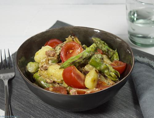 Gnocchibowl met groene asperges en tomaat