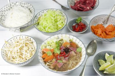 Vietnamese noedelsoep met spitskool en entrecote