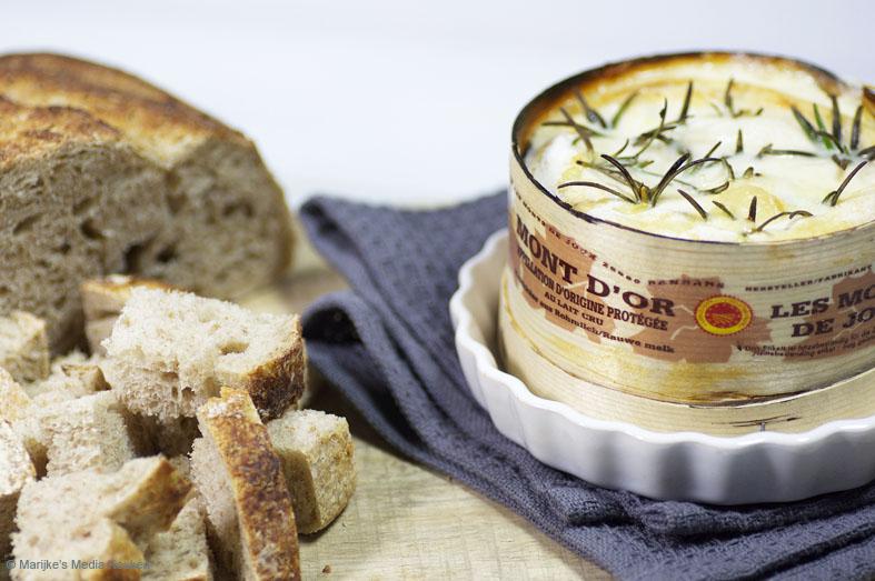 Vacharin Mont d'Or met knoflook en rozemarijn