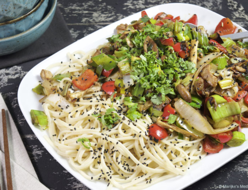 Roerbak met kip, prei en paprika