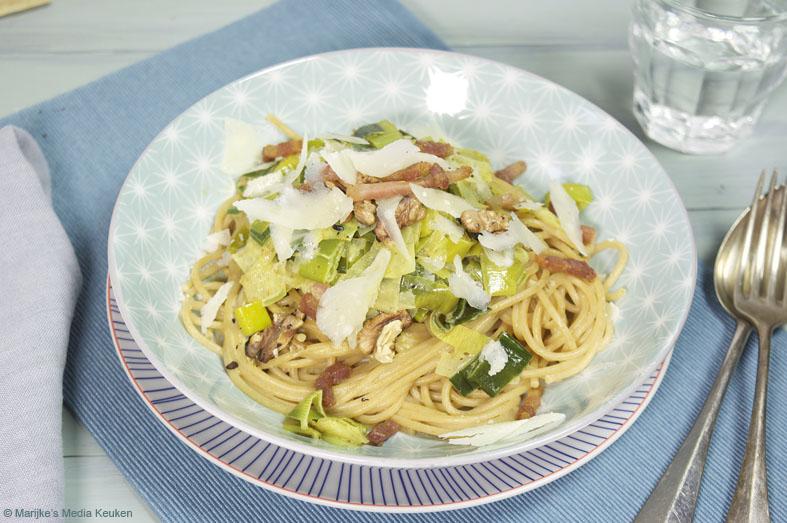 Spaghetti met spek, prei en walnoten