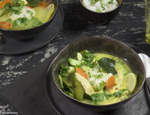 Thaise kippensoep met rijst en groenten