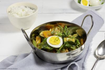 Curry met ei, paprika, boontjes en courgette
