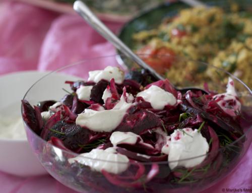 Geroosterde bieten met rode ui en romige sesamyoghurt