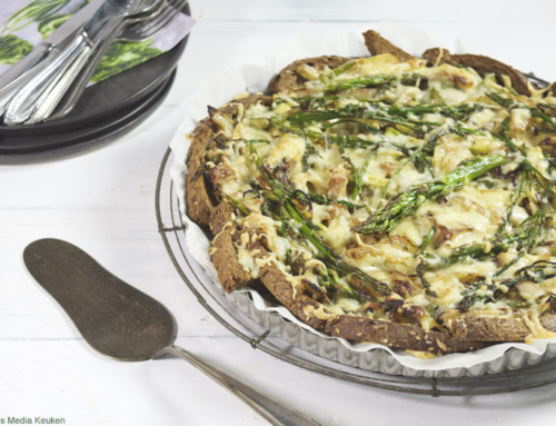 Broodtaart met groene asperges en ui