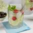 Gin-tonic met vlierbloesem, aardbei en citroen