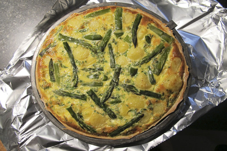 Groene aspergetaart met kaas