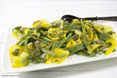 Bonensalade met courgette en homemade pesto