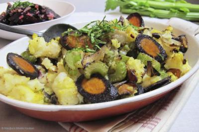 Ovenschoteltje met paarse wortel en bleekselderij