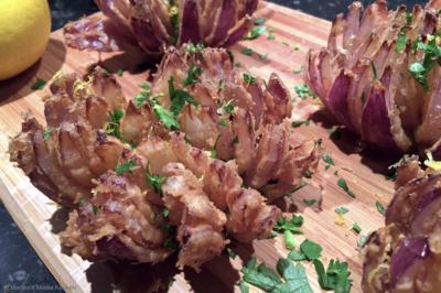 Gefrituurde uienbloemen