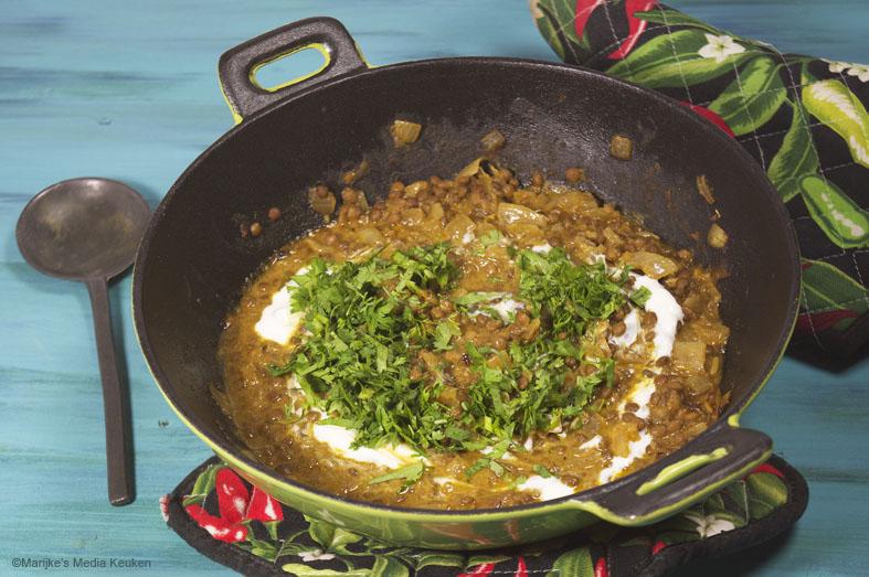Linzenschoteltje met curry en kokos