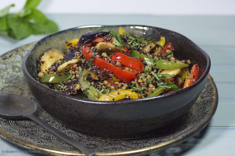 Zwarte quinoa met linzen en paprika