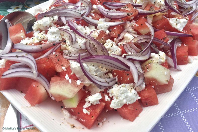 Meloensalade met feta en rode ui