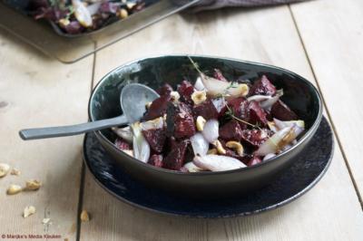 Geroosterde bieten met sjalotten en hazelnoten