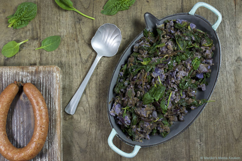 Kruidige stamppot van paarse aardappel en spinazie