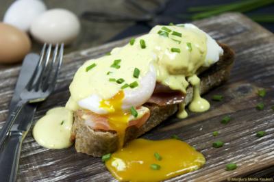 Eggs benedict met gerookte zalm