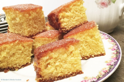 Luchtige citroencake of lemon drizzle cake