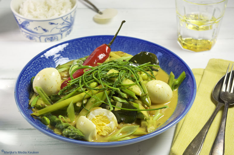 Gele curry met groene asperges en ei