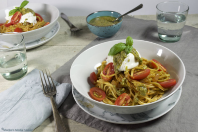 Pasta met tomaat, hazelnootpesto en burrata