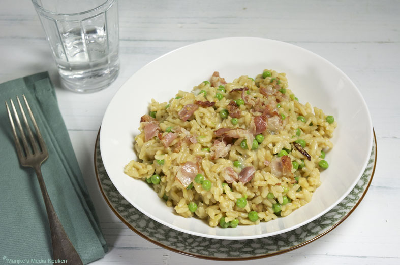 Risotto met doperwtjes, gorgonzola en spek