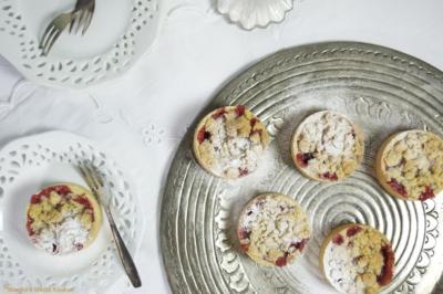 Crumbletaartjes met pruimenjam