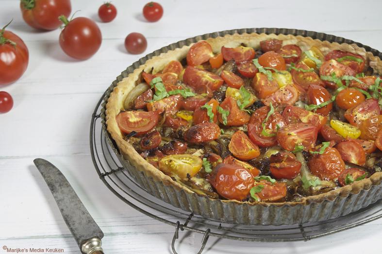 Hartige tomatentaart met ui en gorgonzola