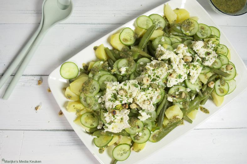 Aardappelsalade met bonen, komkommer en gaperon
