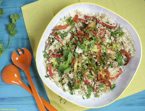 Bloemkoolcouscoussalade met kip, paprika en groene kruiden