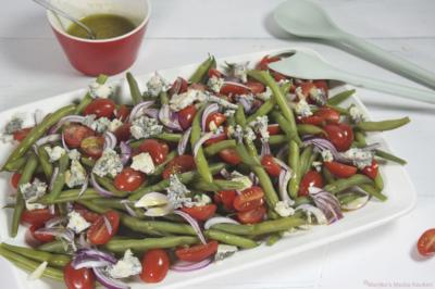 Sperziebonensalade met kerstomaatjes en gorgonzola