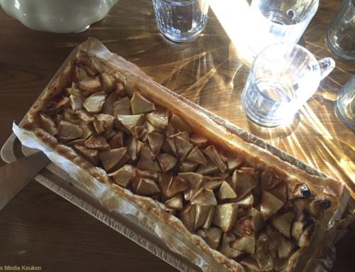 Open appeltaartje met bessenjam