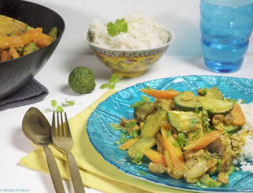 Pittige curry met wortel en komkommer