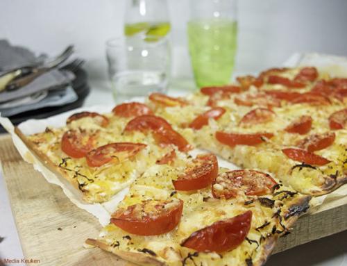 Flammkuchen met spaghettipompoen, mozzarella en tomaat