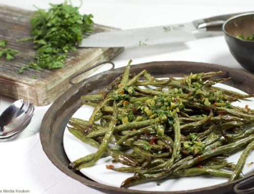 Geroosterde sperziebonen met olijven-peterseliesalsa