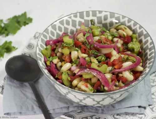 Witte bonen salade met gemarineerde ui en bleekselderij