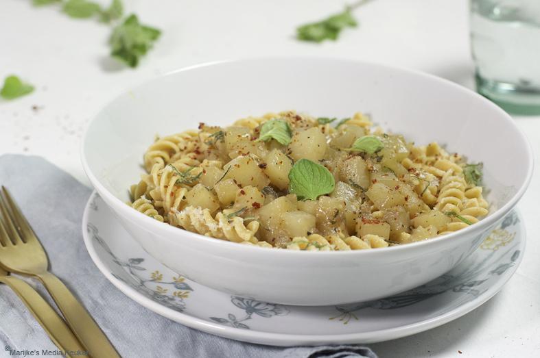 Pasta met koolrabi, knoflook en oregano maken