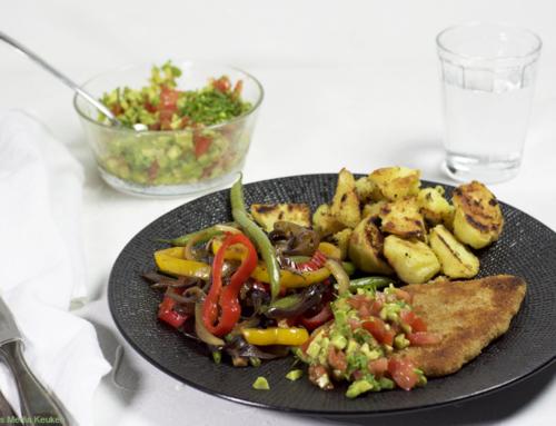 Schnitzel met avocadosalsa en roergebakken groenten