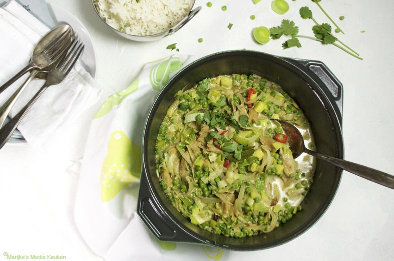 Vegetarische groene curry met tuinerwtjes maken