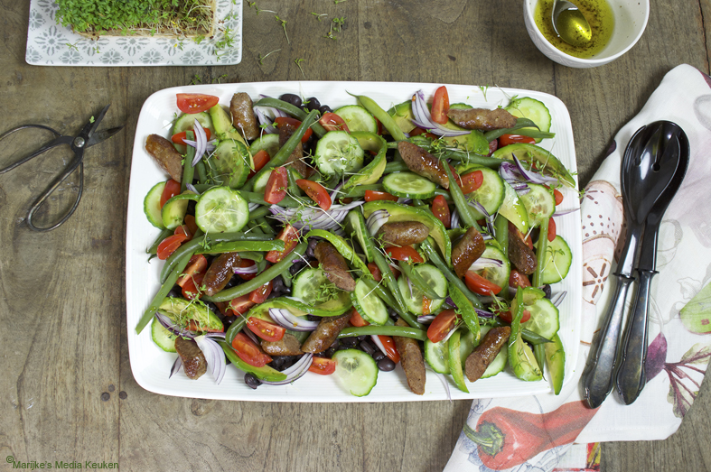Maaltijdsalade met zwarte bonen, chipolata en citroendressing maken