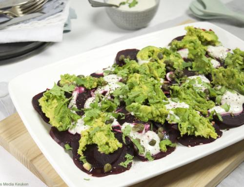 Rode bietensalade met avocado en tahini-yoghurtdressing