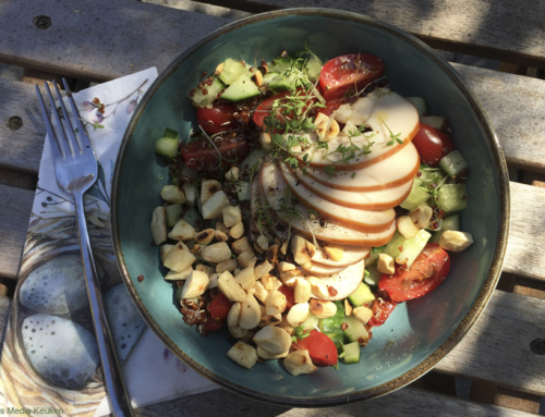 Quinoasalade met groenten en gerookte kipfilet