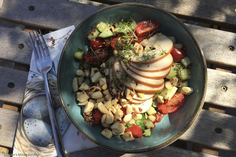 Quinoasalade met groenten en gerookte kipfilet maken