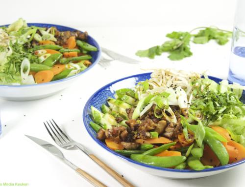 Aziatische salade met sesam-sojadressing