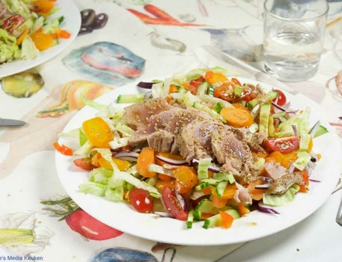 Gemengde salade met gebakken tonijn