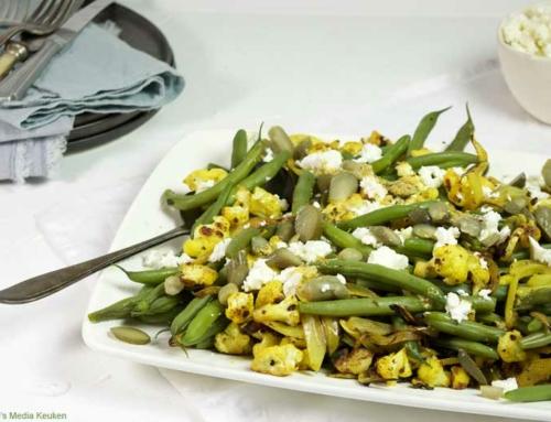 Zoetzure sperziebonen-bloemkoolsalade met feta