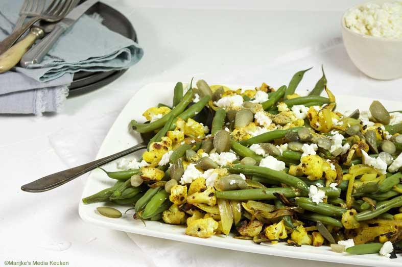 Zoetzure sperziebonen-bloemkoolsalade met feta maken